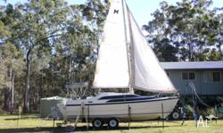 Macgregor 26M Power�Sailor, powered by 50 Johnson 4