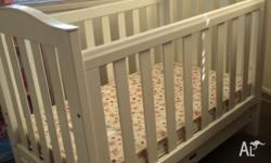Lovencare matching cot (including mattress)and change