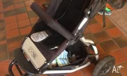 Black mountain buggy swift pram great condition 2 1/2