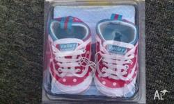 I am selling a pair of girls size 1 volley pre-walkers,