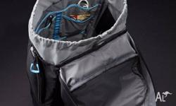 Utilize the open space in this 28 liter hooded daypack