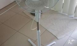 Oscillating fan, need cleaning but still working, no