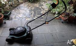 OZITO ELECTRIC MOWER. Excellent Condition. Heritage