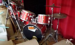 70s PEARL DRUM KIT...in good used condition.