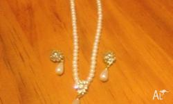 Gorgeous pearl earring and necklace set, $5, pic up