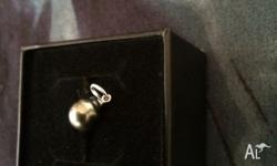 18ct white gold & true cultured pearl from Tahiti, has