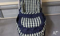 I have a unisex Peg Parego pram with endless features: