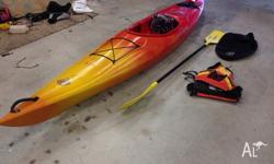 3.5m perception Acadia kayak, comes with paddle, spray
