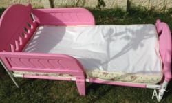 Pink metal frame toddler bed, in good condition, comes