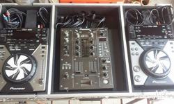 PIONEER DJ EQUIPMENT. EXCELLENT CONDITION. ALL WORKS