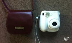 Selling Fuji instax mini Polaroid camera set. It is in