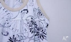 PRINTED LOOSE FIT SINGLET, SIZE S. IN GOOD QUALITY
