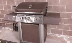 Overview Large stainless steel 3-burner barbeque with