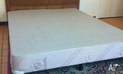 Queen bed ensemble base (no mattress) Used but in good