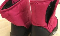CHUTES--PINK BOOTS FOR KIDS FOR RAIN AND SNOW---SIZE
