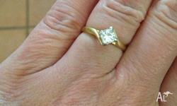 For sale is one beautiful 18ct yellow gold ring with