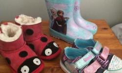 TAustralialistedr girls size six shoes in good