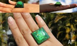 This is an absolutely stunning ring, it is 3d and when