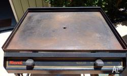 Two burner in good condition. Item on wheels for easy