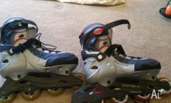 Rollerblades almost new, size is approximately 9 to