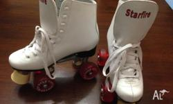 "White ""Star Fire"" Roller Skates in near perfect"