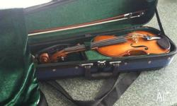 This 3/4 violin is in perfect condition! It also comes