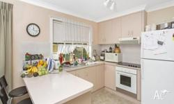 Flat is 100m from Ballina River and Lighthouse Beach.