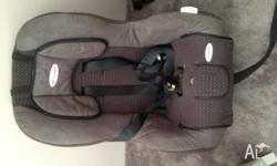 Near new safe and sound car seat. Excellent condition.