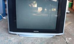 Hi i am selling a Samsung TV with remote Works great,