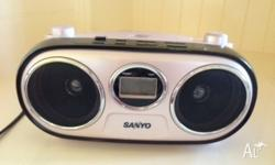 BASSXPANDER pink Sanyo radio CD player in good used