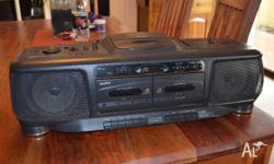 Sanyo Boombox Z27 Radio Double Cassette Cd player. in