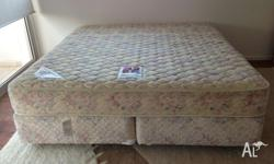 King size mattress and ensemble in good condition