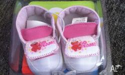 I am selling a pair of girls size 1 pre-walker shoes,