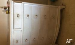 Delightful Shabby Chic chest of drawers with glass