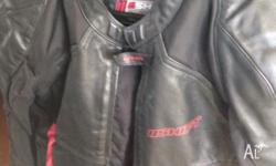 selling my shift motorcycle jacket and shark motorcycle