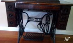 Beautiful old machine in very good condition. Includes