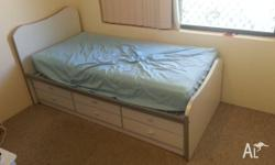 Single Bed with 6 Draws Underneath -