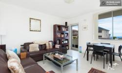 Bright, modern, newly decorated, 2 bedroom apartment