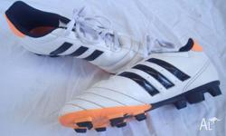 Soccer Shoes size 4 unisex boots Great condition, only