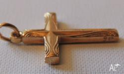Lovely Engraved 9 ct Gold Cross Stamped 9 ct 22 mm x 16