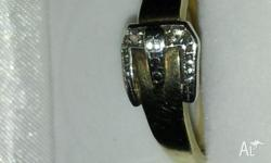 Sloid gold buckle ring 9ct lovely ring 2.35 grms