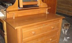 1930 - 1940 Vintage. 3 Drawers, great condition, much