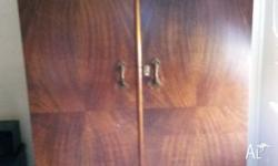 Hi selling a solid timber wardrobe in excellent