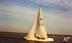 Pleasant day sailer/racer. Comes with: - 3 1/2HP