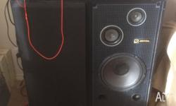 professional acoustics series speakers, in very good