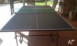 Table Tennis Table in Excellent Condition . Comes with