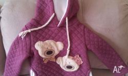 In very good condition. Fits 18-24m. Comes from pet and