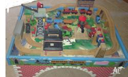 thomas the tank engine play set comes with multiple