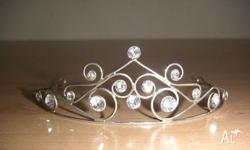 Sterling silver tiara hallmarked 925 set with swarvoski