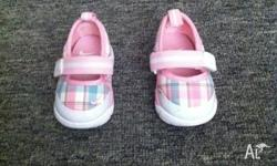 I am selling a pair of size US 2 Nike slip ons, pink